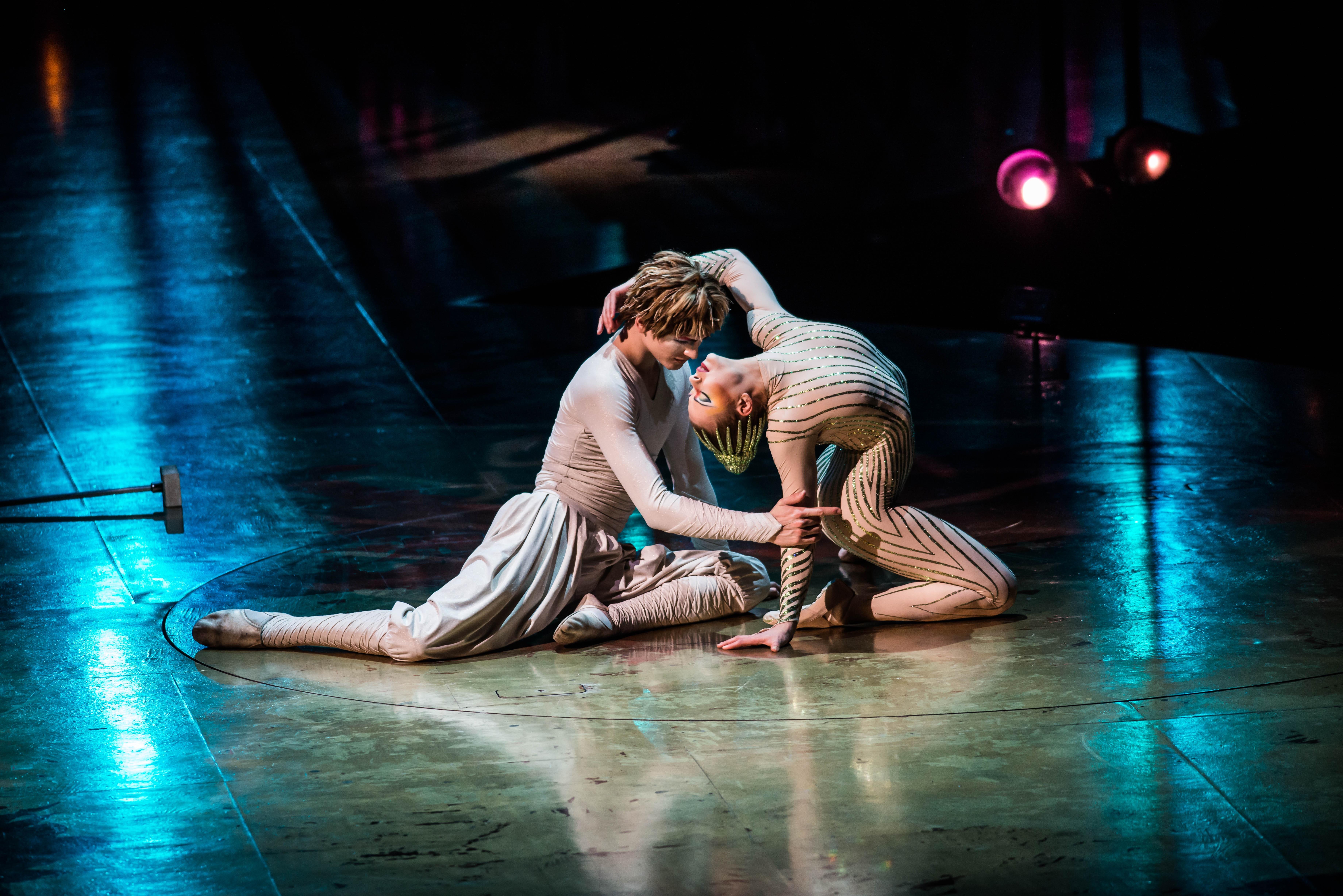 Vareikai Cirque du Soleil Leeds First Direct Arena (2)