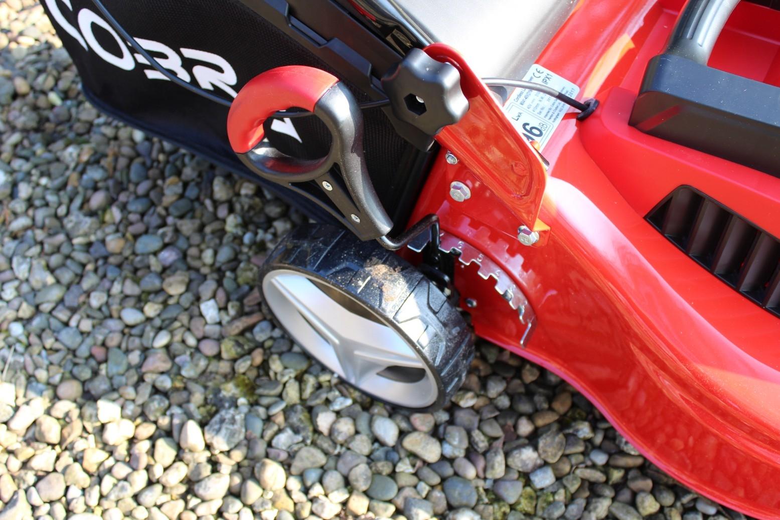 Cobra MX4140V Lithium-ion 40V Cordless Lawnmower - Review (4)