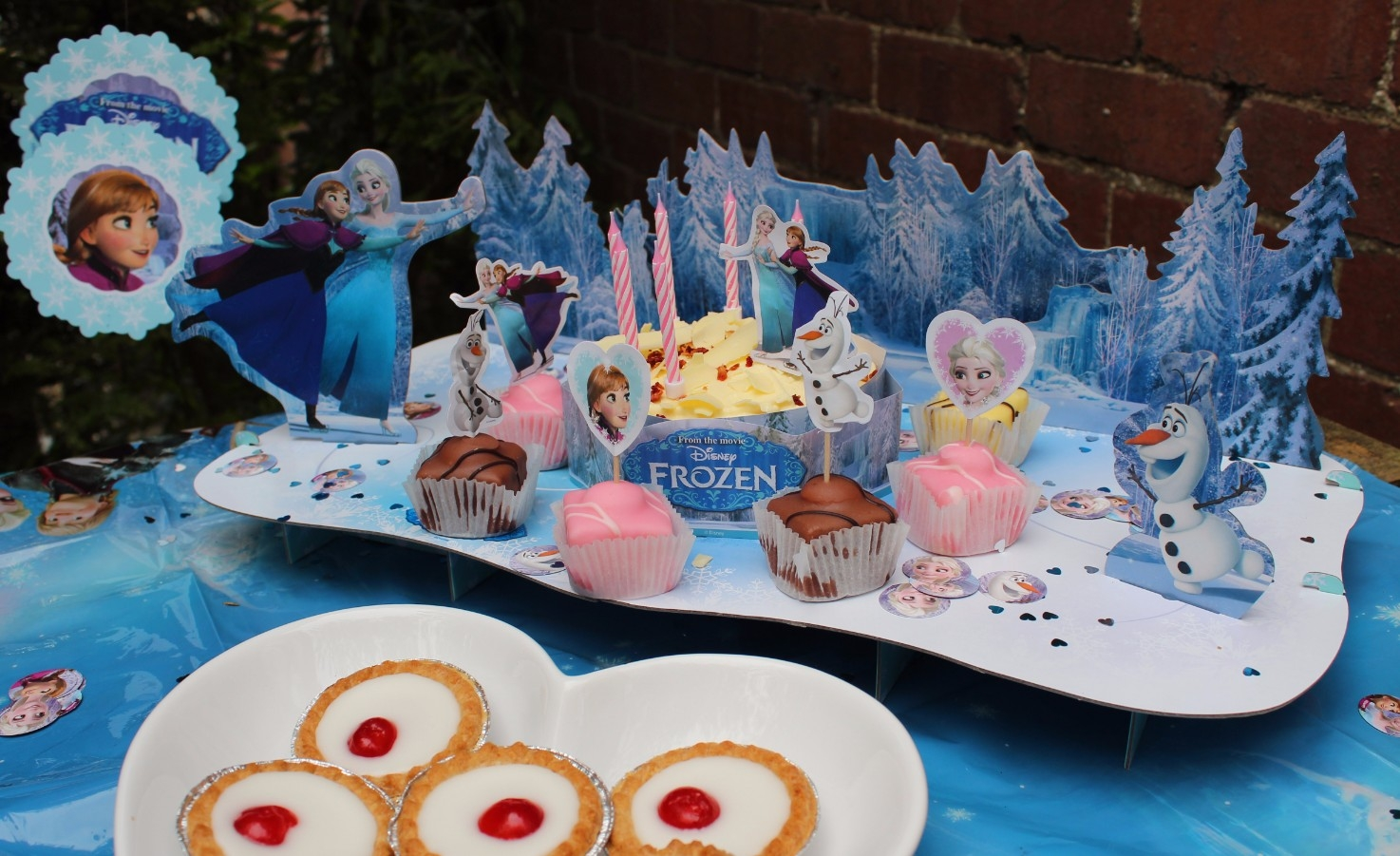 Disney Store Frozen Party Accessories (3)