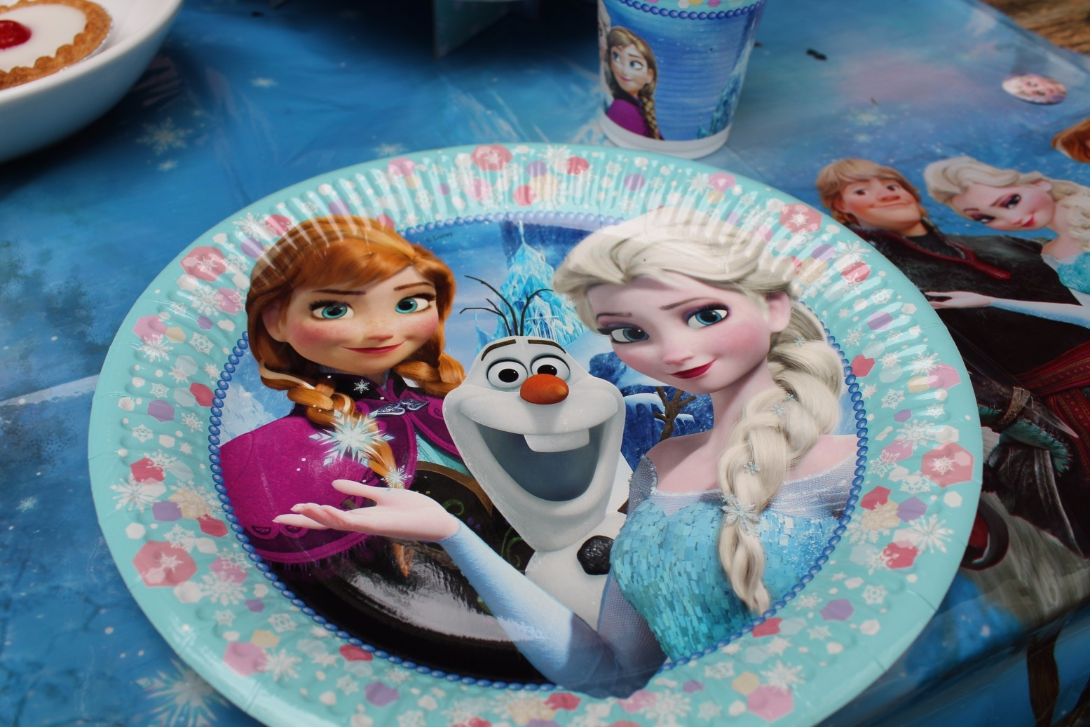 Disney Store Frozen Party Accessories (5)