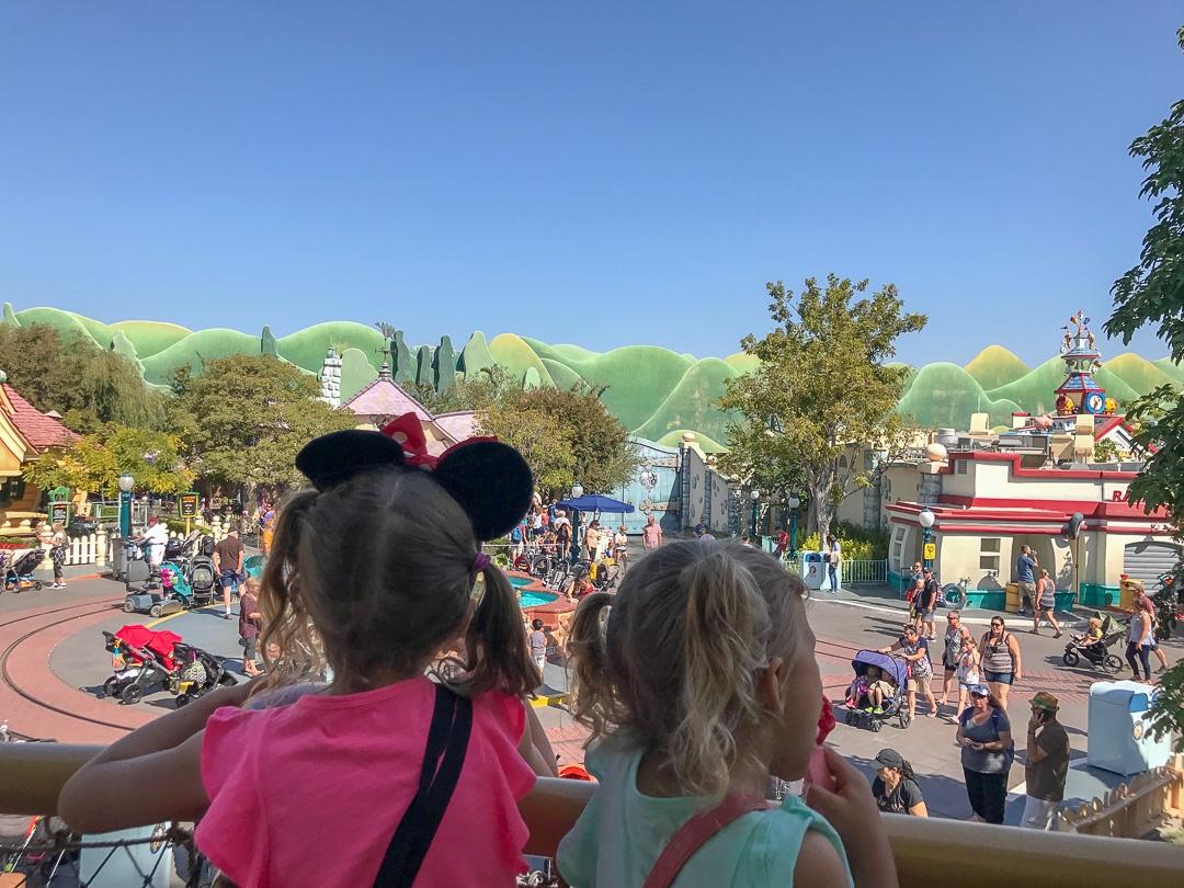 Disneyland - Toon Town - Let\'s Travel Family_