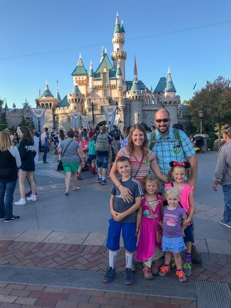 Disneyland - Let\'s Travel Family -