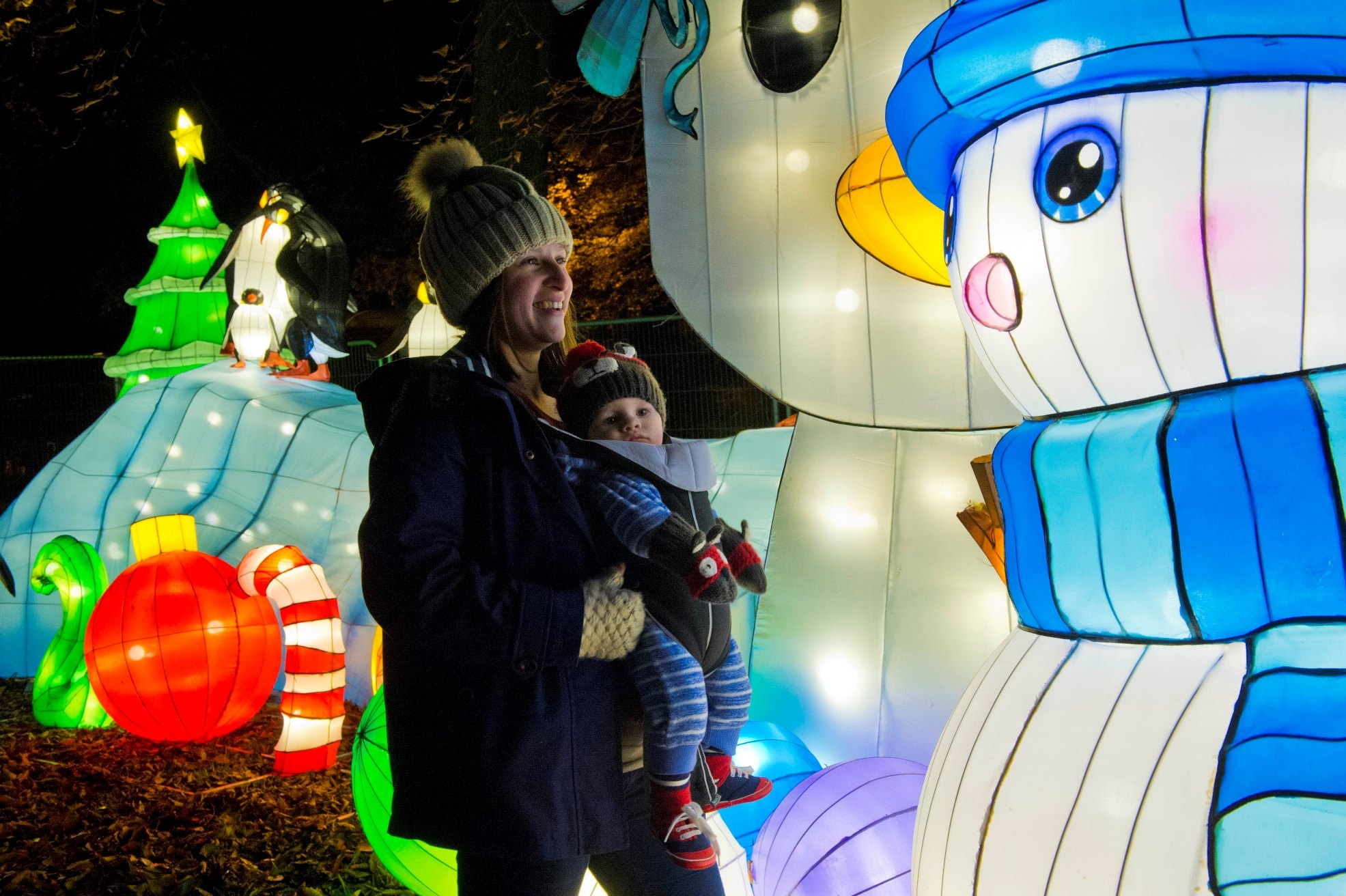 Magical Lanterns Festival, Roundhay Park, Leeds.Photograph by Richard Walker / www.imagenorth.net