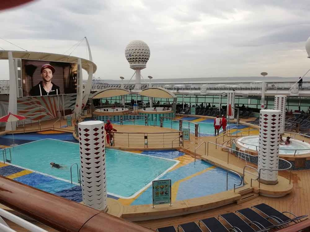 Splashaway-Bay,-Independence-of-the-Seas,-Royal-Caribbean-(5)