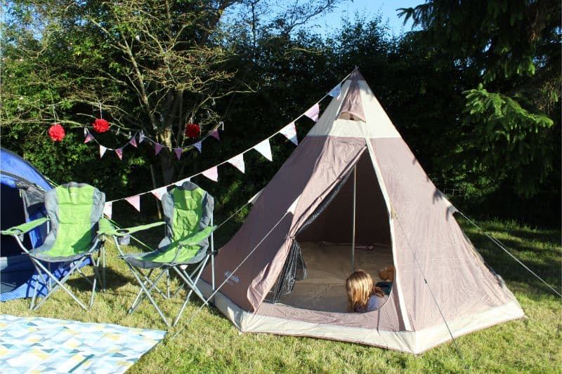 teepee with bunting