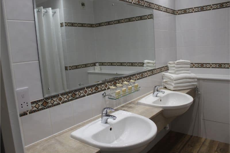 The bathroom in the Premium Hotel Room