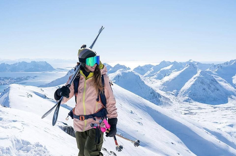 Gift ideas for family members addicted to skiing