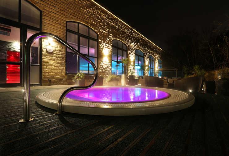 titanic spa hot tub, Huddersfield